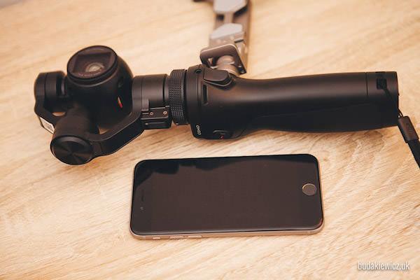 nowa kamera 4K Osmo z gimbalem obok telefonu iPhone 6