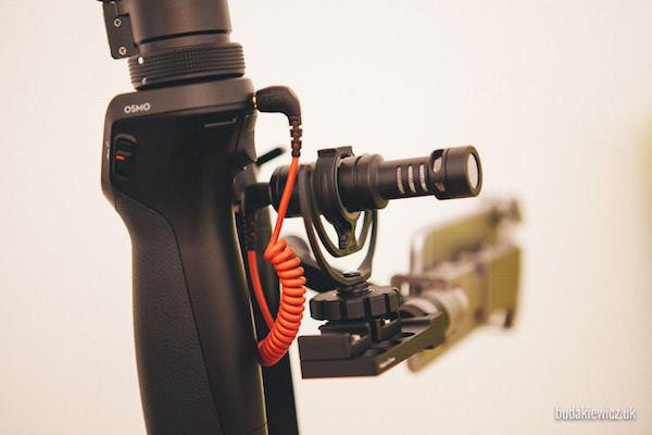 mikrofon Rode zainstalowany na Osmo 4K