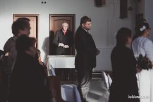 pracownik urzedu cywilnego podczasz slubu w peterborough, wschodnia anglia