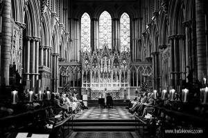 zdjęcie ze ślubu w katedrze zrobione przez polskiego fotografa w Wielkiej Brytanii